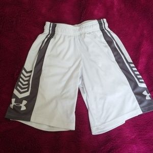 Boy's Under Armour shorts white size Youth XS
